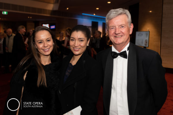 2018-11-29_SAOPERA_Merry_Widow_photos_0122_Bianca Nasaris, Imelda Alexopoulos , John Irving
